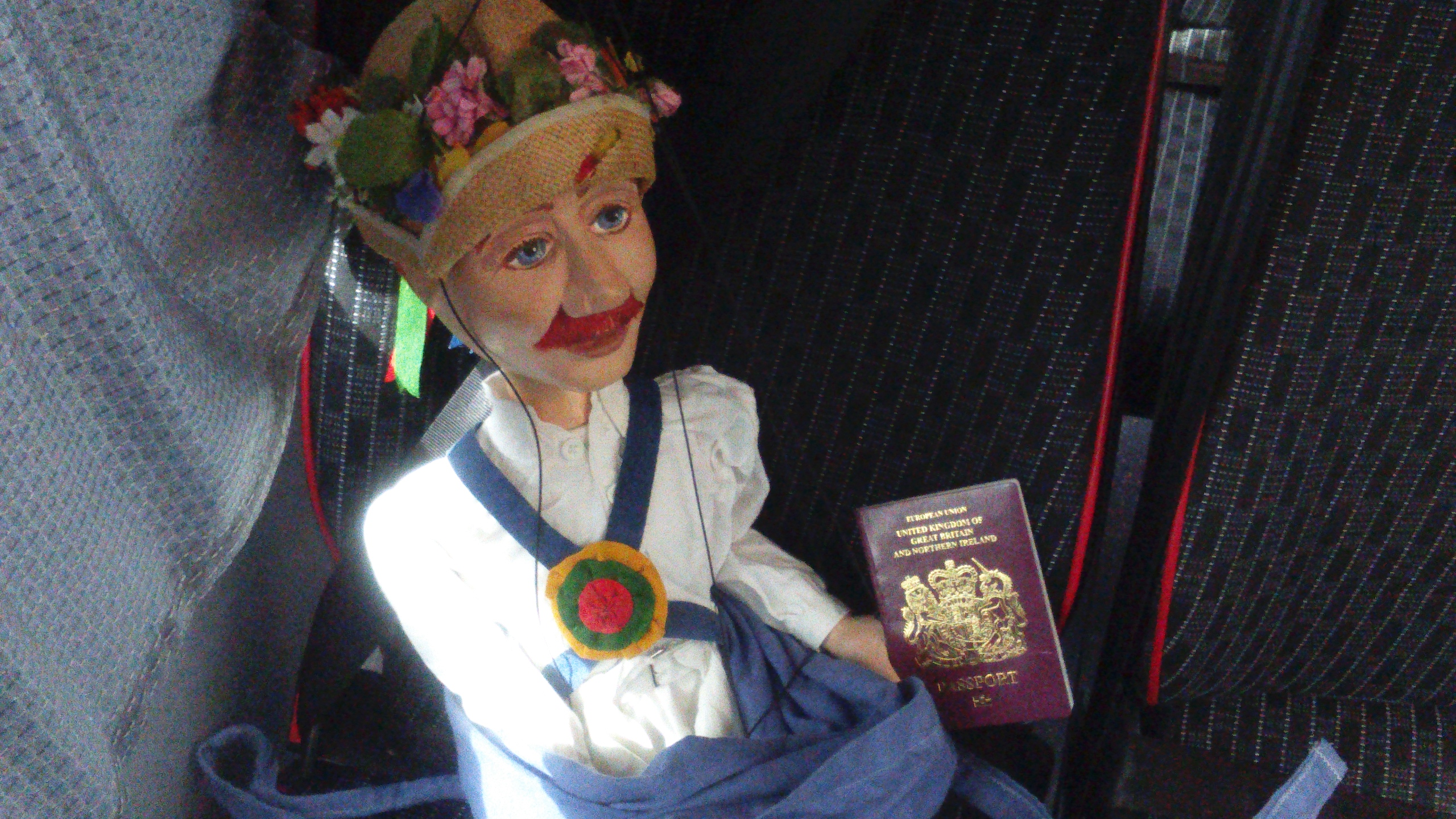 Little Pete travelling with Jockey with Green Horse Morris in Brussels - May 2016