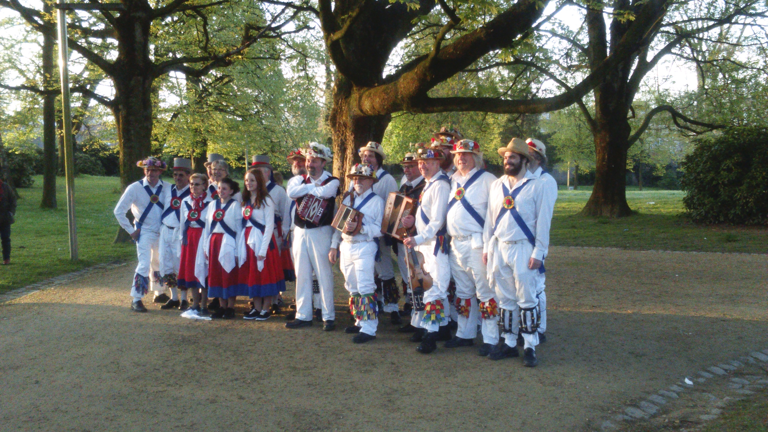 Dancing in the Dawn with Green Horse Morris - Anderlect - 1st May 2016