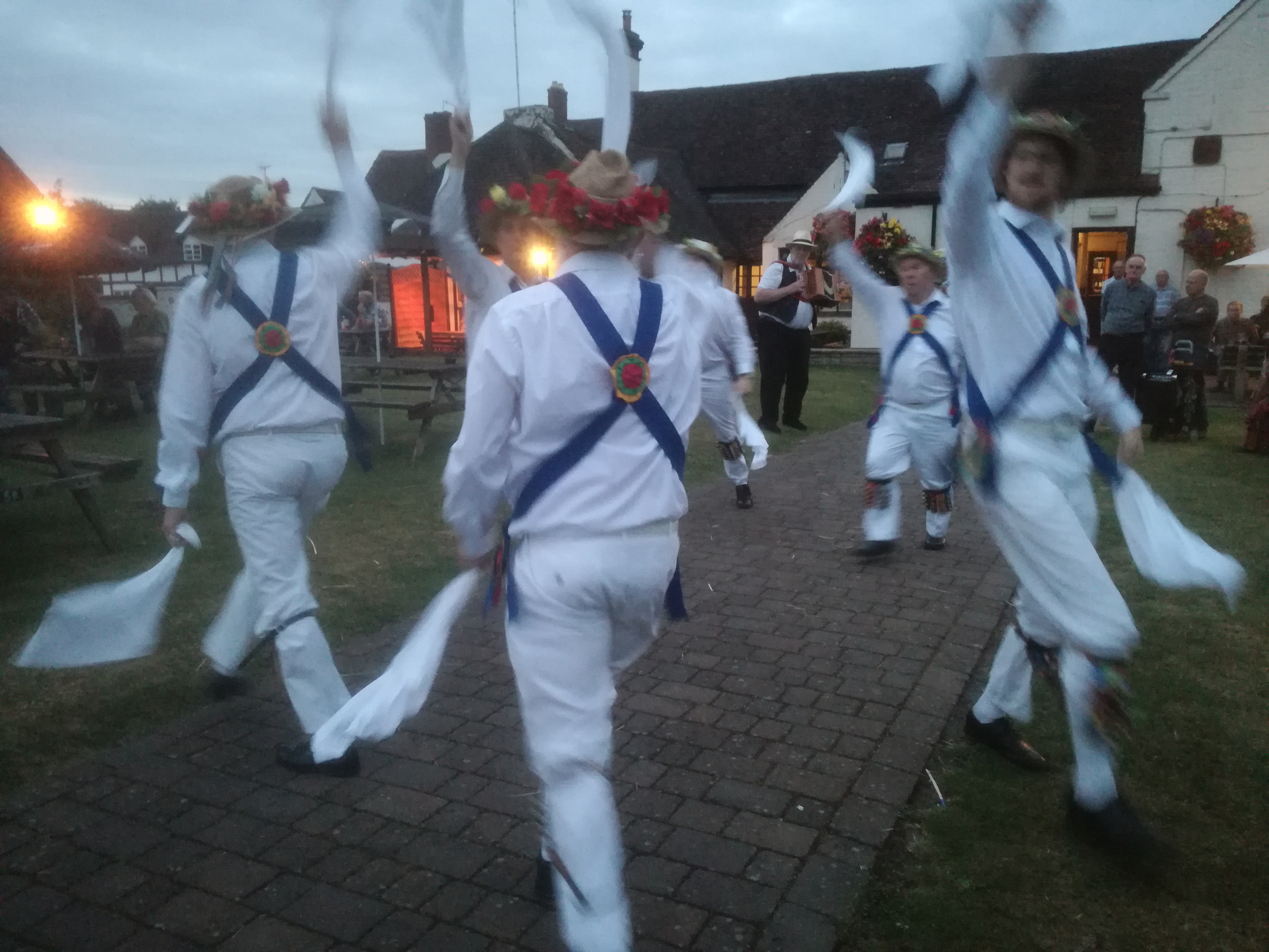 At The Swan with Bedcote Morris - Chaddersley Corbett - 20th July