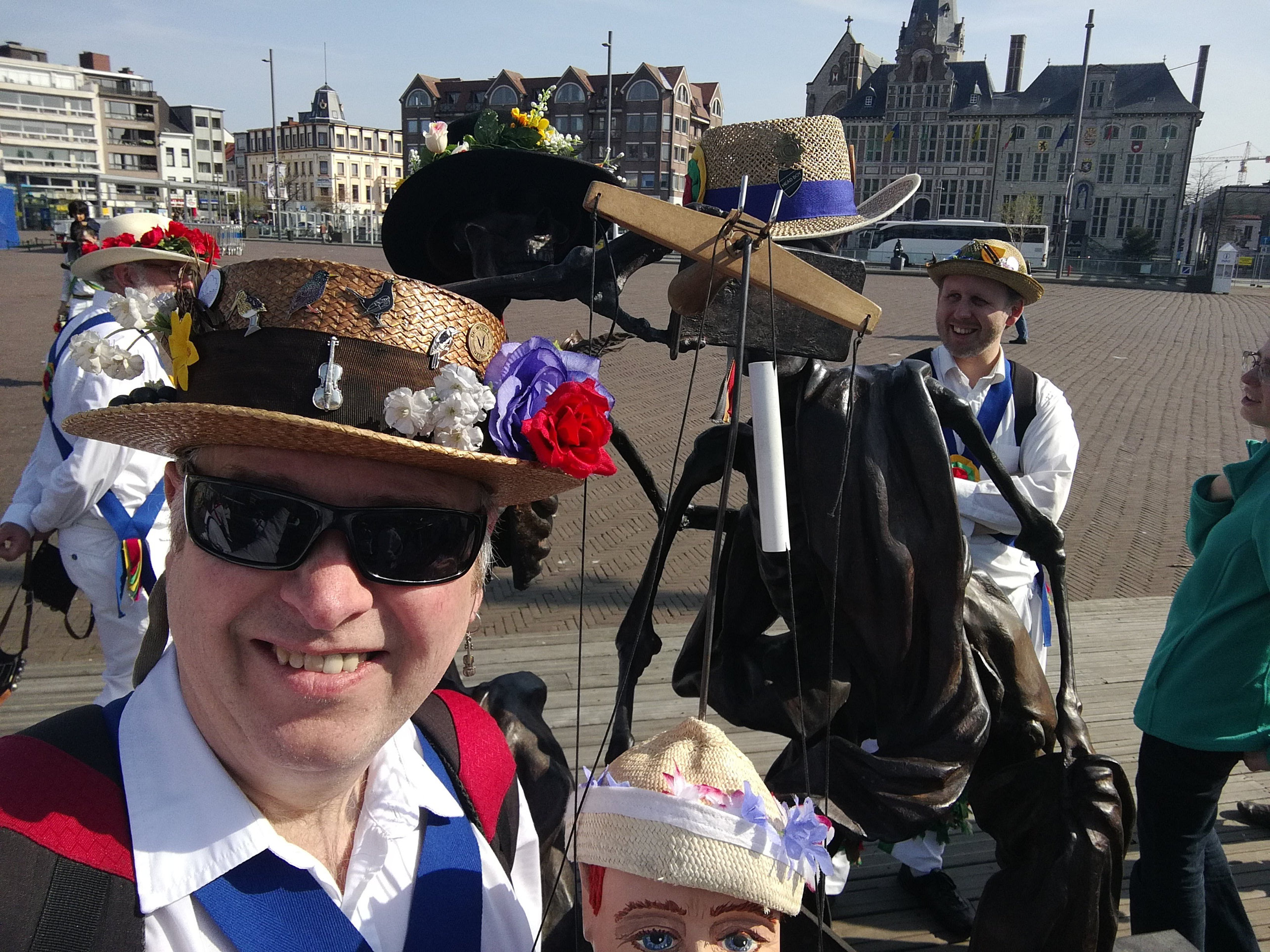 Little Pete and Fiddler check out the modern art in the town square in Sint Niklaas