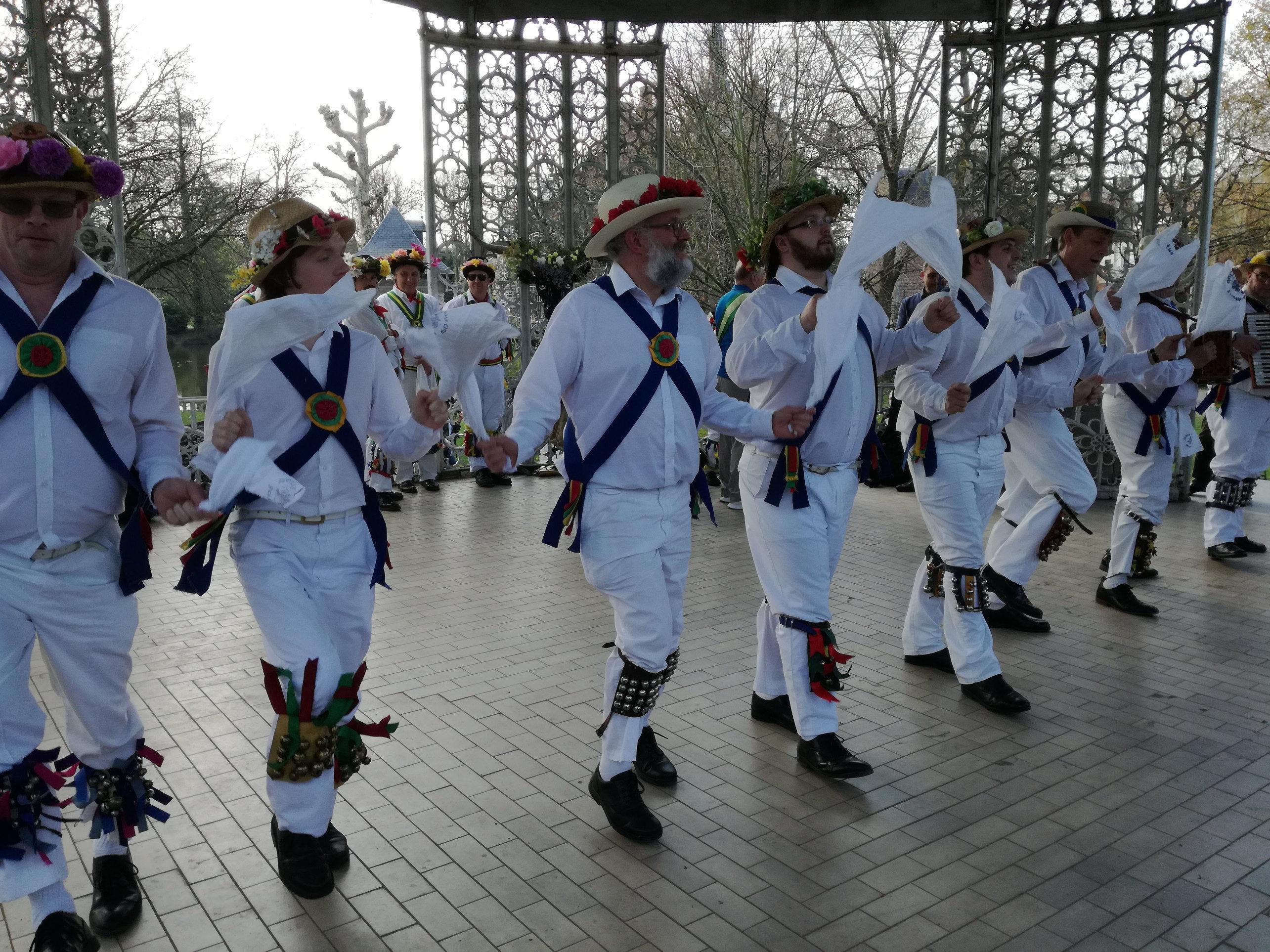 """Dancing """"Jockey to the Fair"""" - Brackley - in Sint Niklaas"""